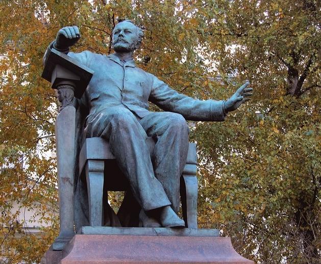 Памятник Петру Ильичу Чайковскому