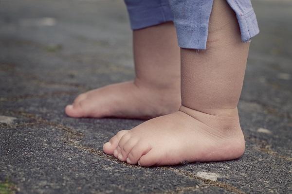 Отпечатки ног маленького мальчика