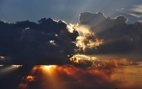 Солнце за тучами скрылось