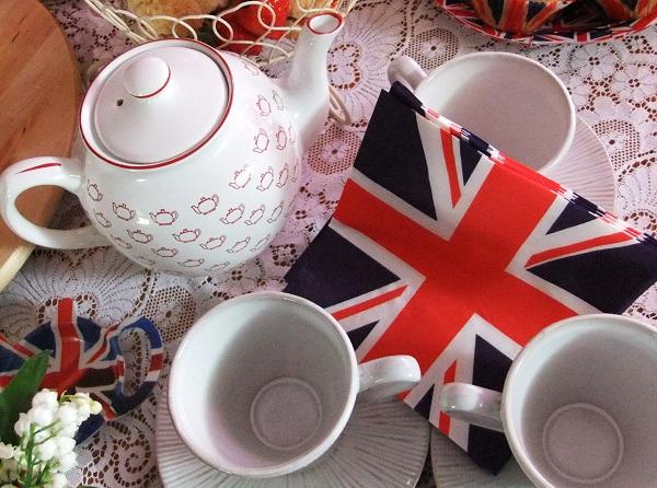 Английская традиция пить чай в пять часов