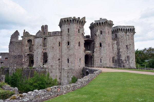 Замок Раглан