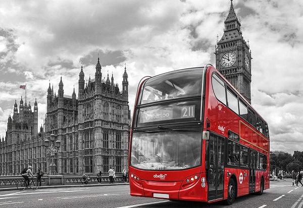 Красные двухэтажные автобусы