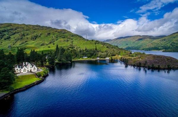 Лох-Ней - самое большое озеро в Великобритании