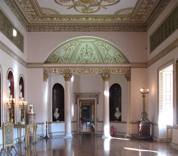 Это направление в английской архитектуре XVIII-XIX веков нередко называют «стиль Адама».   Ответы