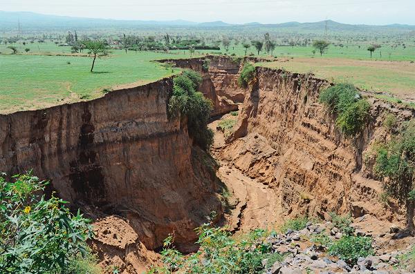 Разлом в африканской рифтовой долине