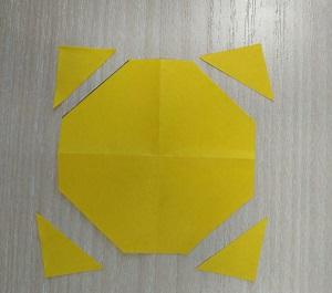 4 треугольника и 1 восьмиугольник