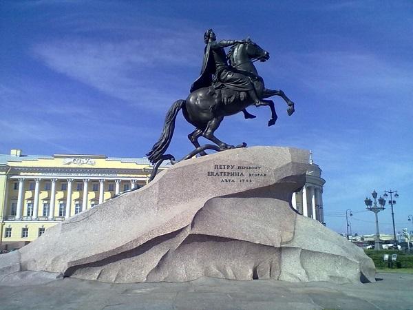 Памятник Петру 1 в Санкт-Петербурге