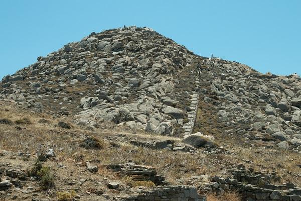 Гора Кинт на Делосе