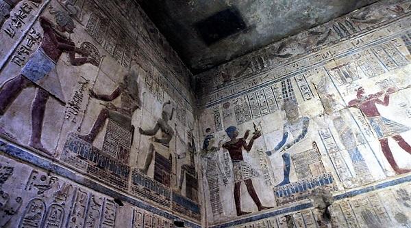 Стены карнакского храма