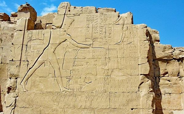Тутмос III поражающий врагов