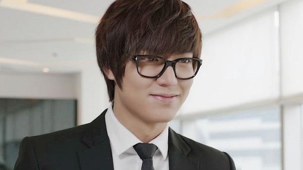 Ли Мин Хо в очках